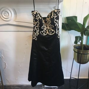 White House Black Market strapless embroider dress